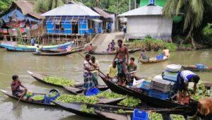 1628936432.Jhalokathi-Floating-market pic 1